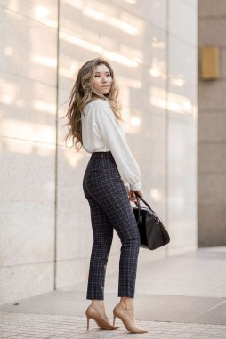 Impressive Spring And Summer Work Outfits Ideas For Women08