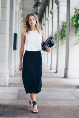 Impressive Spring And Summer Work Outfits Ideas For Women09