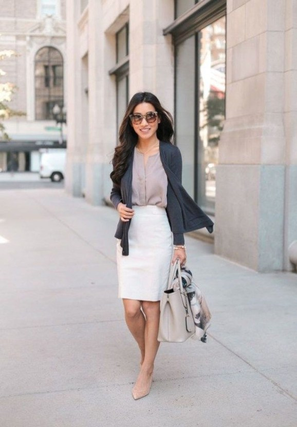 Impressive Spring And Summer Work Outfits Ideas For Women45