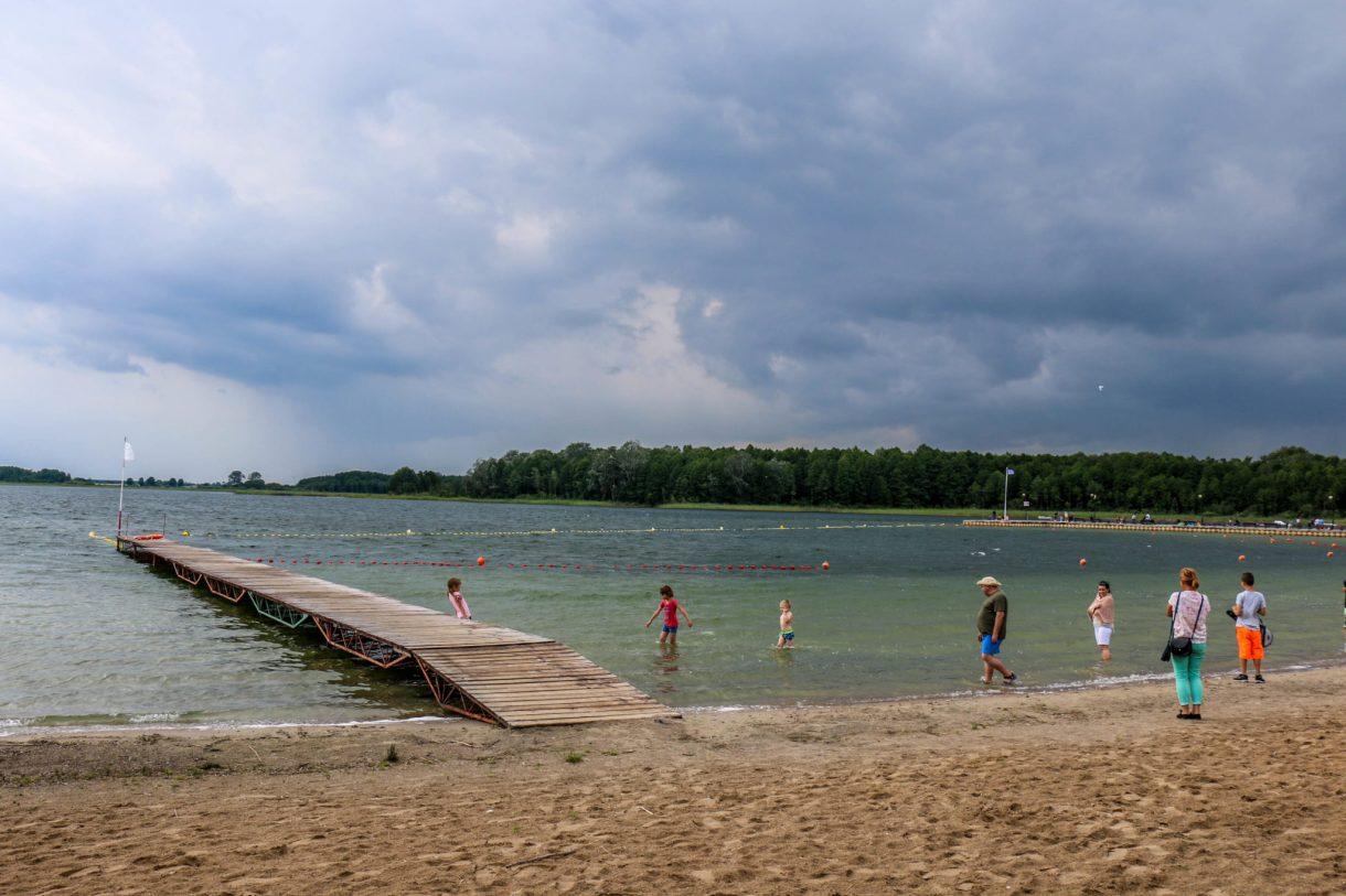 ciekawe_miejsca_niedaleko_Poznania_skorzecin_jezioro