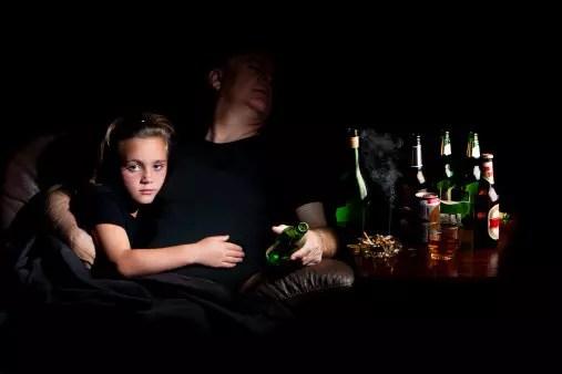 دور الآباء في مقاومة وباء المخدرات