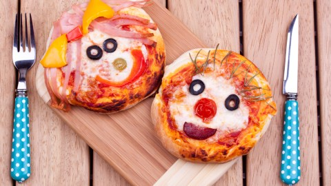 Faces on pizza are a good snack for kids with ADHD