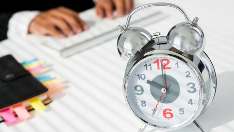 Setting a timer and sticking to it can help you get things done by focusing your mind and increasing discipline.