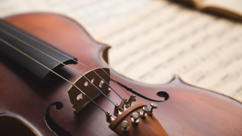 Violin and sheet music -- Brahm's violin concerto is music therapy for children with ADHD.