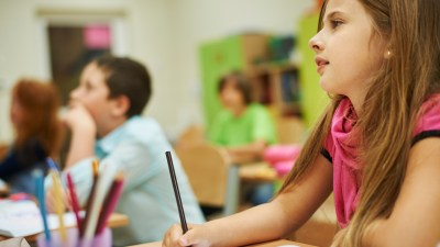 A student pays close attention in class thanks to ADHD strategies for teachers that increased her focus.