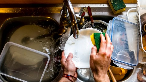 A man with ADHD washes the dishes