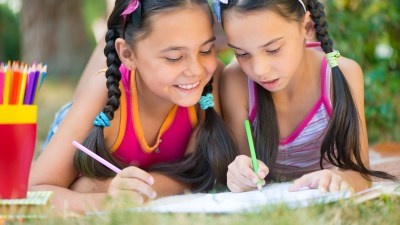 Two girls drawing together to avoid summer learning loss