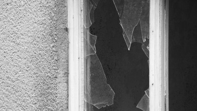 A window with broken glass, representing different ways of dealing with failure