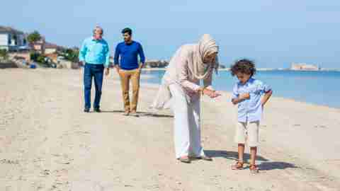 Family taking an educational trip to the beach to prevent summer learning loss
