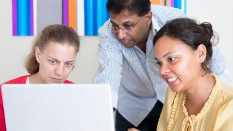 Adults using online medication monitoring program