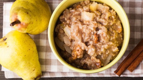 Oatmeal with pear slides, one of ADDitude's quick breakfast recipes