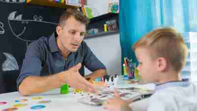 A behavior therapist meets with a child with ADHD