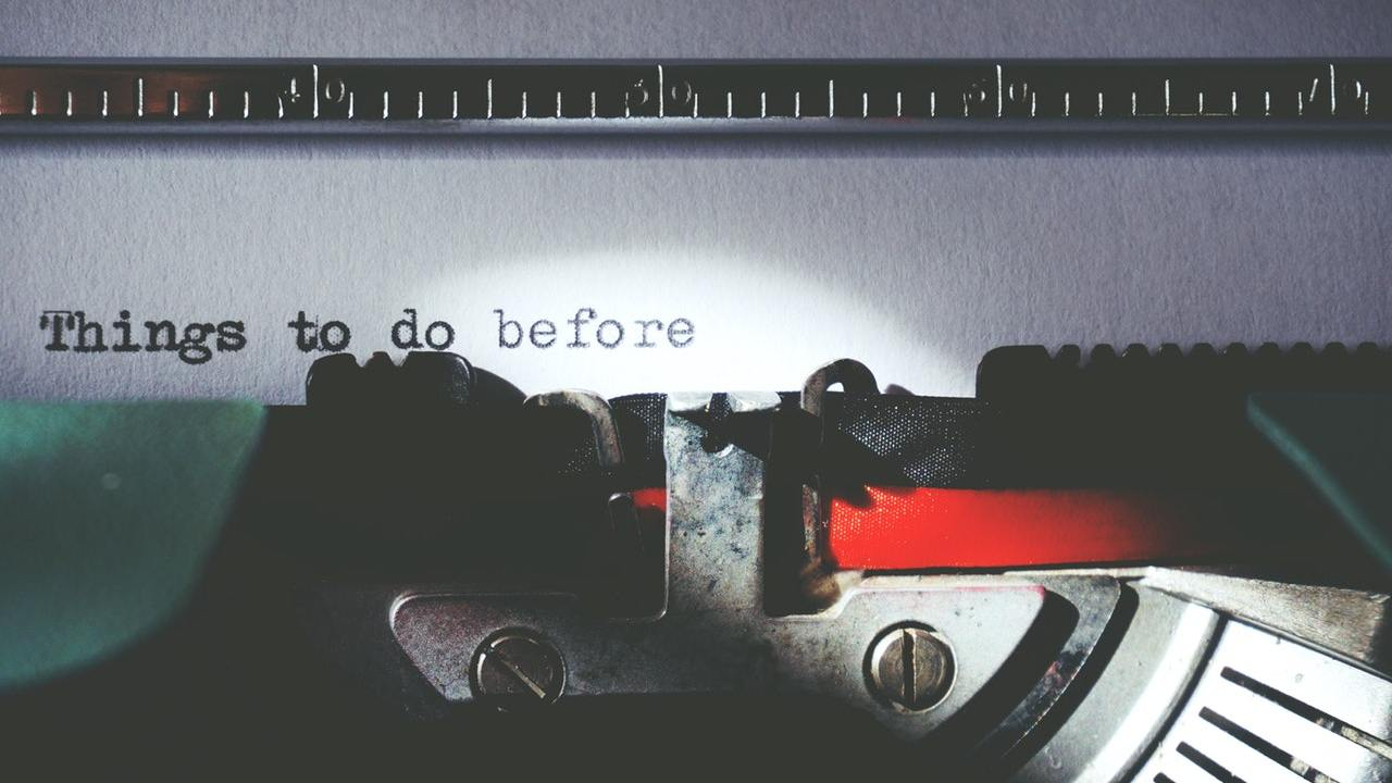 typewriter helping to prioritize to-do list items