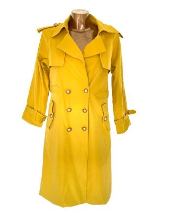 trenchcoat yellow