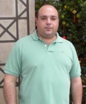 El autor del libro pesando más de 110 kg