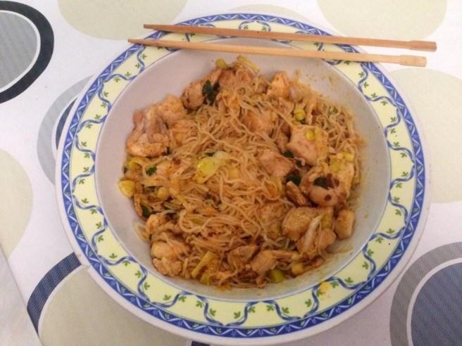 Noodles de Pollo al Curry con Hierbabuena y Chile