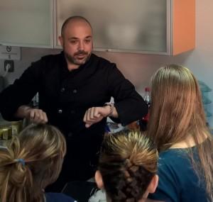Carlos Abehsera impartiendo un taller de cocina