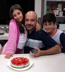 Preparando tarta low-carb con los niños