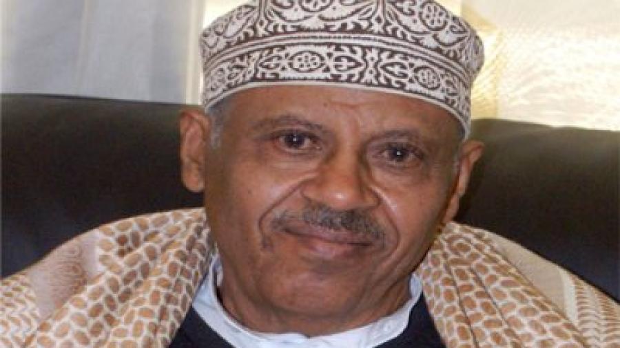 الفنان اليمني أيوب طارش يغادر اليمن في رحلة علاجية