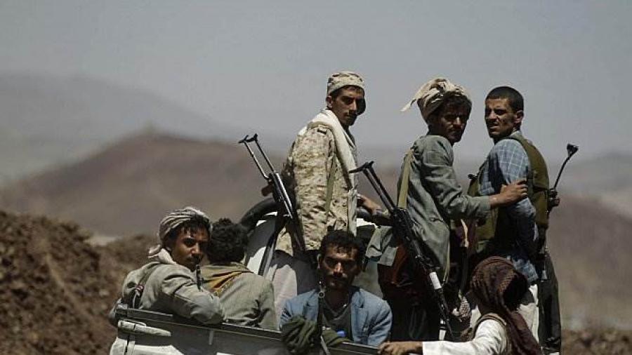 ارتفاع حدة التوتر بين طرفي الانقلاب بعد نهب الحوثيين لمخزن اسلحة