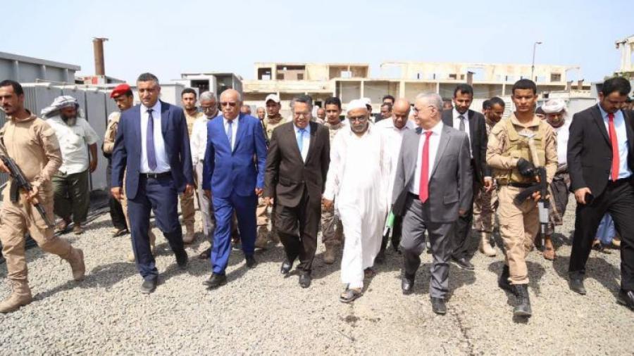 عدن.. مصدر في وزارة الكهرباء يؤكد اقتراب موعد وصول باخرتين تحملان مولدات الطاقة