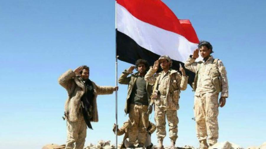 """قوات الجيش تستهدف مواقع حوثية في منطقتي """"نبقان وقرن الذياب"""" بنهم"""