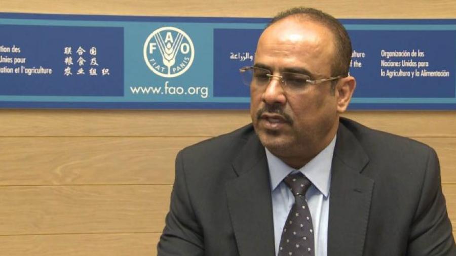 """هدده ضمنياً.. أكاديمي إماراتي يهاجم وزير الداخلية على خلفية انتقاد الأخير """"عبث الإمارات"""""""