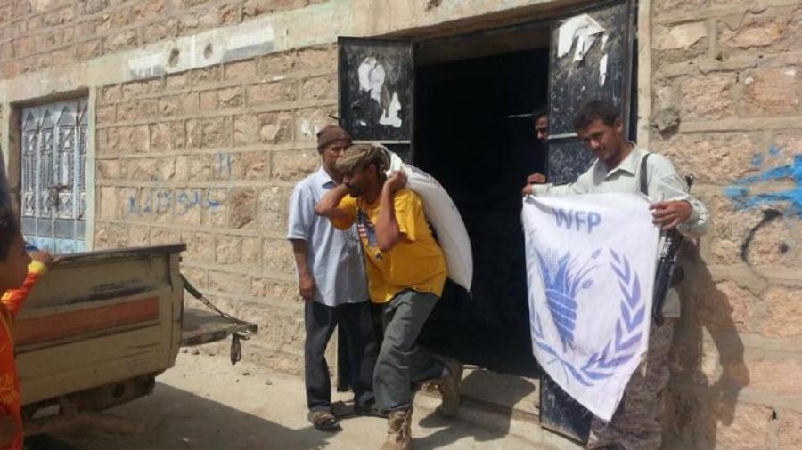 مليشيا الحوثي تستهدف مخزن لبرنامج الغذاء العالمي بالحديدة