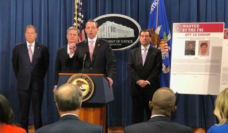 美国司法部12月20日在华盛顿宣布起诉两名隶属于黑客组织APT-10的中国人朱华和张士龙。(石山摄影)