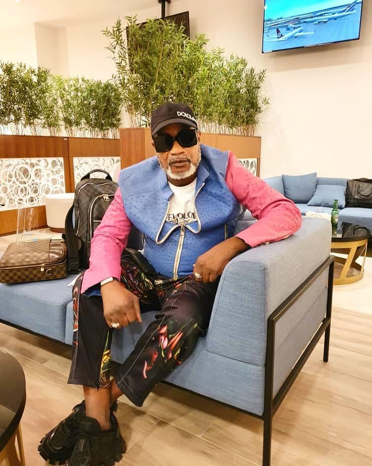 Koffi Olomide à son arrivée à Paris (DR)