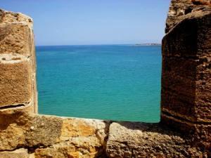 Con el pasar de los años la Corona española se preocupa por el elevado costo del mantenimiento de la fortaleza.