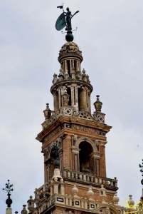 """Torre fuerte es el nombre de Iahveh, a ella se acogerá el justo y estará seguro"""""""