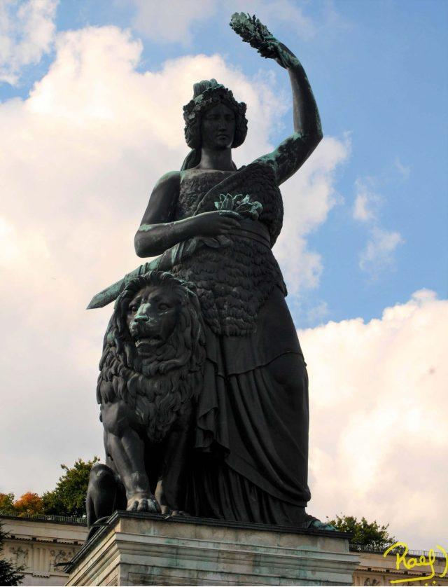 """Monumental amazónica germánica"""", así fue catalogada la estatua que hoy le contamos, """"La Diosa Bavaria"""""""