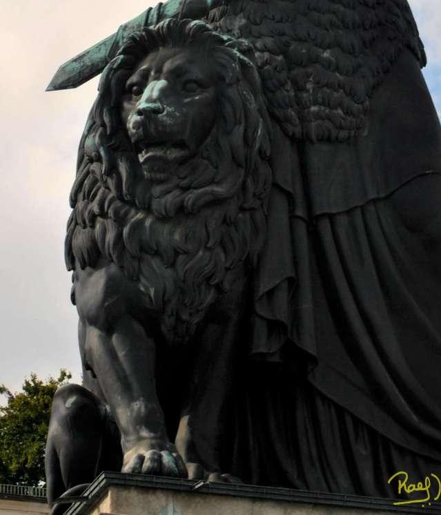 Múnich, descansa una colosal estatua; que forma parte de la identidad de la región Bávara