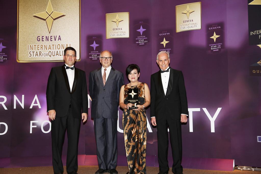 Adira Finance menerima penghargaan di International Star for Quality Award 2014