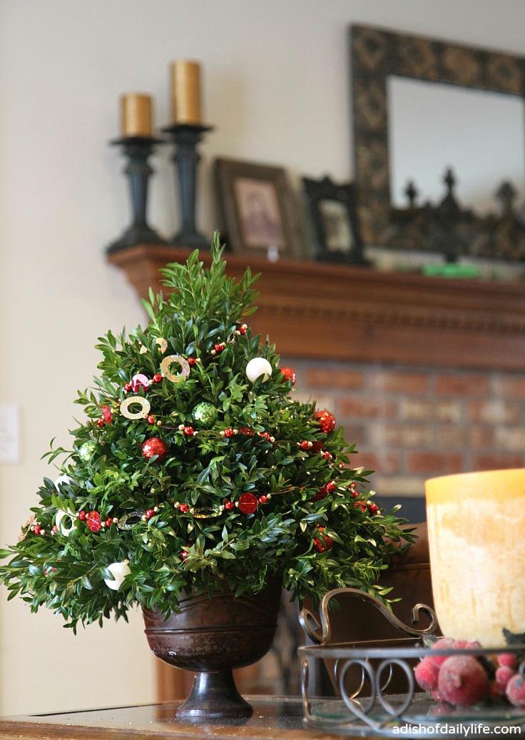 Christmas Topiary Balls.Diy Christmas Tree Topiary