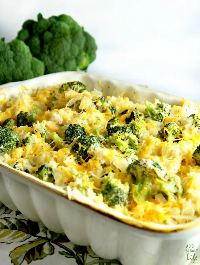 Best comfort food recipes: Cheesy Broccoli Rice Casserole {via A Dish of Daily Life}