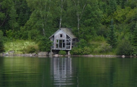 Old fishing cabin in Gargantua