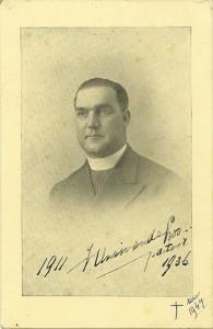 De zoektocht naar afbeeldingen van Pastoor Henri van de Loo voor zijn biografie in het BWG leverde alleen de 'bouwfoto' op. Pas later stuitte ik bij toeval op zijn portret, gemaakt in 1936.