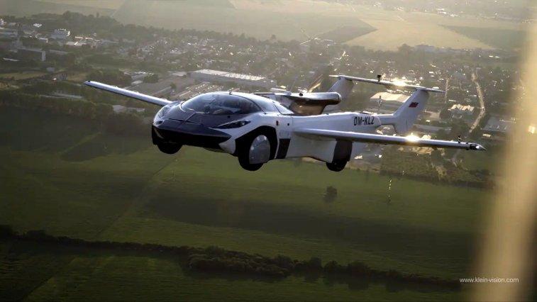 Uçan otomobil hayali neredeyse gerçek olmak üzere: Stefan Klein'ın müthiş icadı AirCar, tam 35 dakika boyunca havada uçabiliyor!