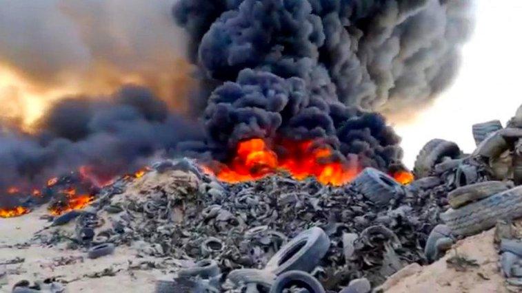 7 milyondan fazla tekerlek bulunduran mezarlık, uydudan dumanı görülebilen büyük alevlere ev sahipliği yaptı.