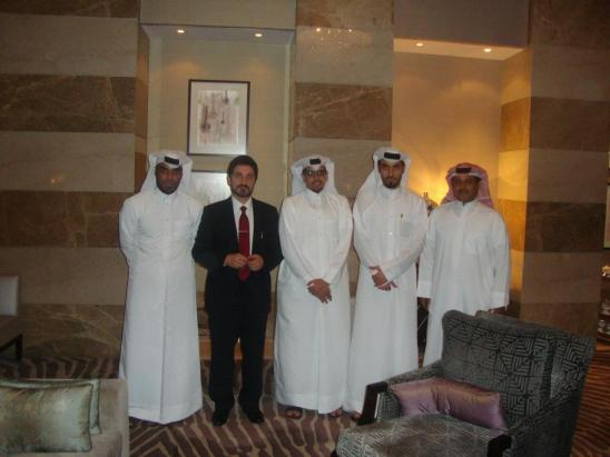 لقاء مع ثلة من الشباب القطري المثقف الذي يتابع الدكتور من خلال الشبكات الإجتماعية والمتعطش إلى الفكر النير