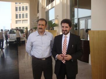 فضيلته صحبة الأستاذ محمد داوود المسؤول على قسم مراقبة الجودة بقناة الجزيرة