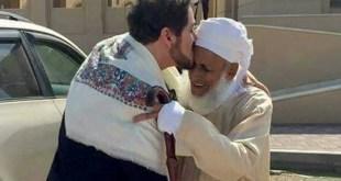 ما قصة صورة الدكتور عدنان ابراهيم مع سماحة الشيخ أحمد الخليلي ولقائه به ؟