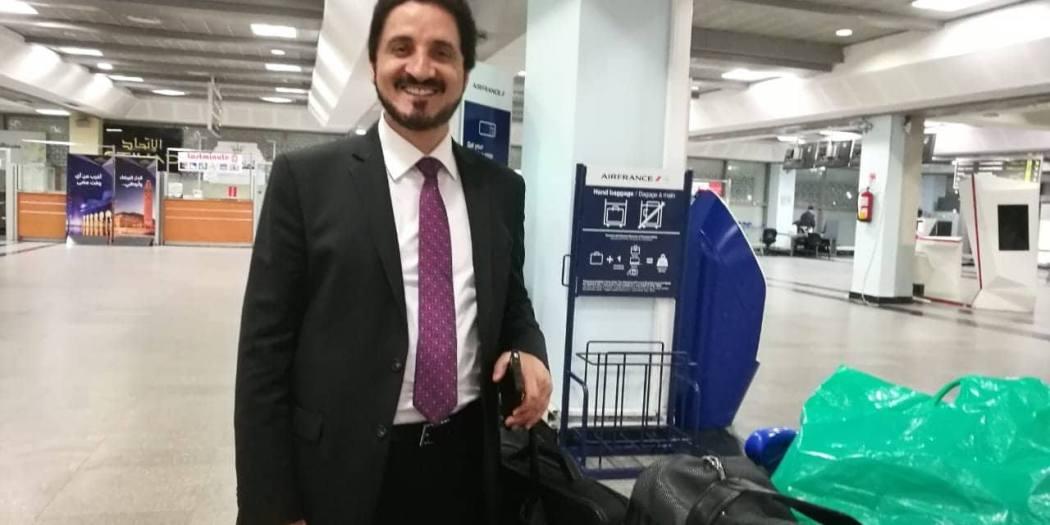 الدكتور عدنان إبراهيم في مطار محمد الخامس بالدارالبيضاء