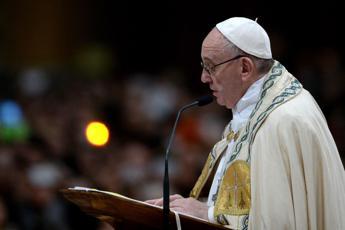 Papa: La doppia vita dei sacerdoti è brutta malattia della Chiesa