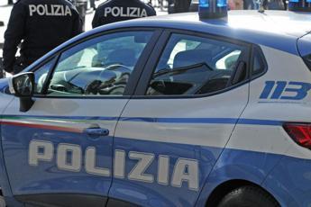 Napoli, immigrati aggrediti a sassate da baby gang