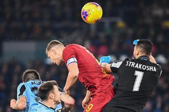 Roma-Lazio 1-1, papere dei portieri e derby pari