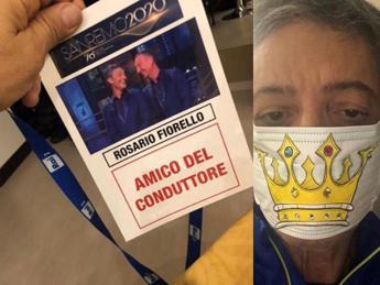Fiorello a Sanremo con pass da 'amico del conduttore' e mascherina
