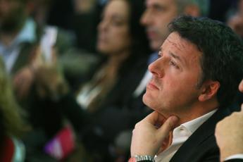 Vaccino Covid, Renzi: Serve piano militare